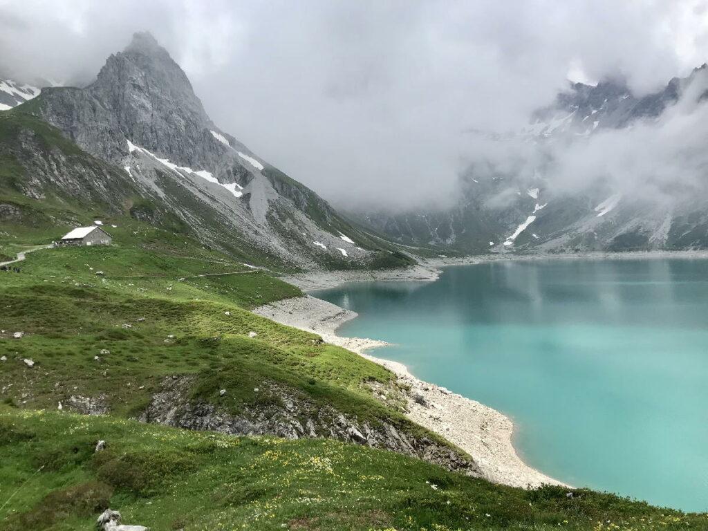 Sucht du eine Rundwanderung um einen der Stauseen Österreich? Das geht hier am Lünersee