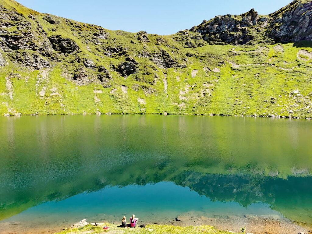 Vielfältig und schön - die Österreich Seen: Schau mal die klein die Menschen im Gegensatz zu den Bergen sind