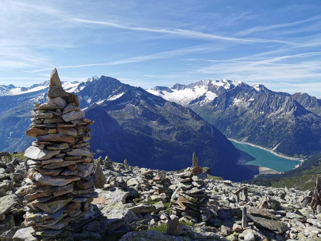Rund um die Stauseen Österreich gibt es sehr viel schöne Natur, so wie die Kolonie der Steinmandln am Petersköpfl